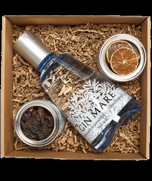 Gin Mare Box hibiszkuszvirággal és lime-mal