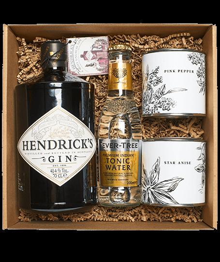 Hendrick's Gin Box csillagánizzsal és rózsaborssal