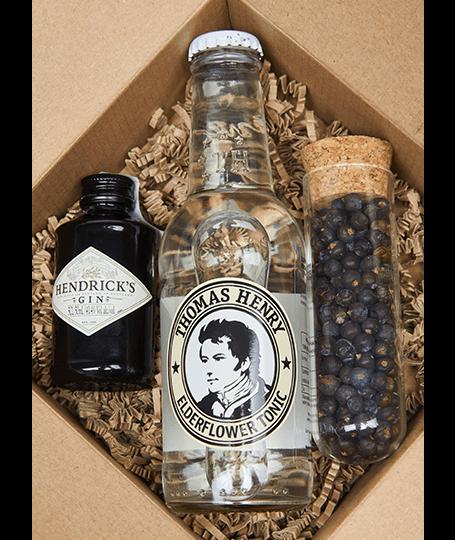 Hendrick's Gin Box borókabogyóval