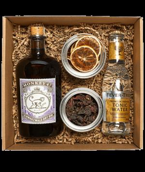 Monkey 47 gin box hibiszkuszvirággal és citrommal